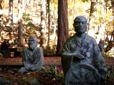 長安寺の石像.jpg