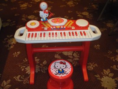キティーちゃんのピアノ.jpg