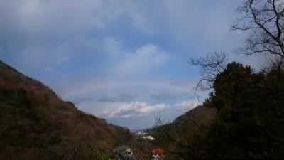 湯坂山にかかる虹.jpg