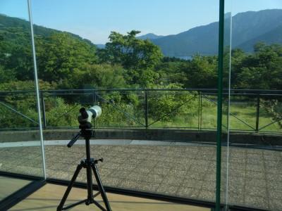 望遠鏡で自然観察.jpg