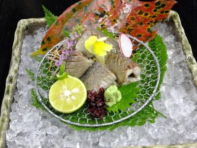 秋刀魚の酢〆焼霜造り.jpg